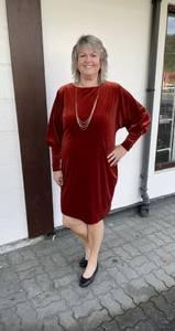 Bilde av tia velour kjole 78469